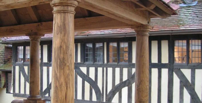Oak columns in the logia at Sullingstead House.