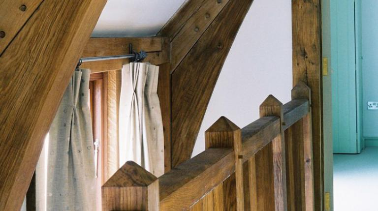 Oak braces and bannisters.